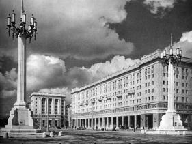 Marszałkowska Dzielnica Mieszkaniowa (Marszałkowska Housing District), Warsaw, photographed in 1954 (Source: MDM. Marszałkowska 1730-1954, Warsaw, 1955).