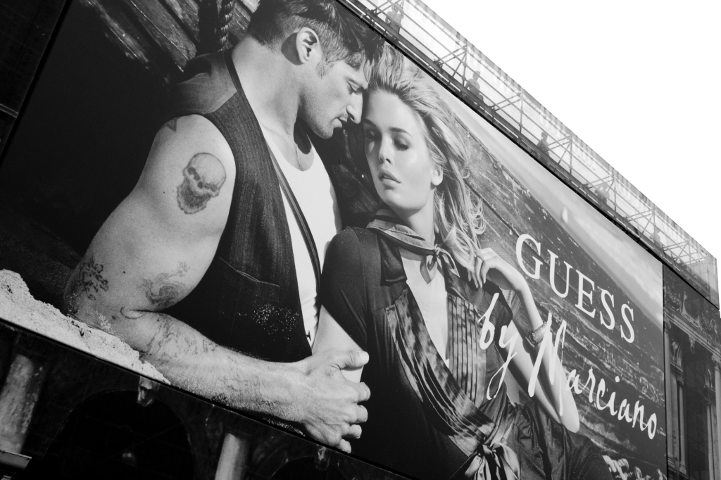 Guess billboard, Venice, photographed by Stilltheone 1, 2009. (Reproduced under a Creative Commons license).